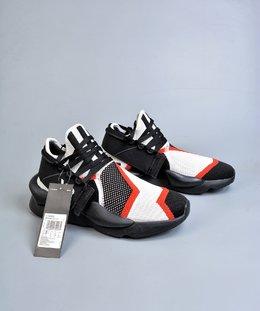 图1_终端放店Adidas Y 3 Kaiwa Chunky Sneakers 暗黑先锋 官方一致细节可拆卸两穿风格 多层组合大底 轻量不踩空脚感 YohjiYamamoto三本耀司 Y 3 Kaiwa Chunky Primeknit Training针织凯瓦系列复古百搭老爹鞋Chunky Sneakers 正是时下最热门的鞋型 而这双由山本耀司设计的 Kaiwa 在 蹭 了热点的同时又保持了 Y 3 的外观辨识度 尺码 36 37 38 39 40 41 42 43 44 45