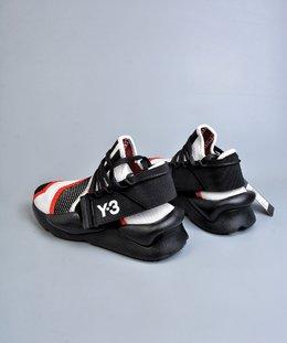 图2_终端放店Adidas Y 3 Kaiwa Chunky Sneakers 暗黑先锋 官方一致细节可拆卸两穿风格 多层组合大底 轻量不踩空脚感 YohjiYamamoto三本耀司 Y 3 Kaiwa Chunky Primeknit Training针织凯瓦系列复古百搭老爹鞋Chunky Sneakers 正是时下最热门的鞋型 而这双由山本耀司设计的 Kaiwa 在 蹭 了热点的同时又保持了 Y 3 的外观辨识度 尺码 36 37 38 39 40 41 42 43 44 45