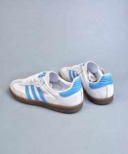 图2_终端放店samba OG FT鞋是一款永恒的训练偶像 这款桑巴鞋展示了高质量的工艺 带有装饰的超锁缝制和无缝的手感 柔软 柔软的皮革造型和标志性的3条纹完成了精致的外观 正规合身鞋带 鞋面上有绒面鞋垫 橡胶鞋底 橡胶中底 享受正畸套筒软感 自50年代首次亮相以来就一直在赢得粉丝的青睐JMSize 36 36 5 37 5 38 38 5 39 40 40 5 41 42 42 5 43 44 45