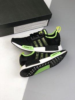图2_36 45公司级 巴斯夫 阿迪达斯新配色 Adidas NMD R 1 街头风经典百搭跑步鞋 以鞋型 角度和面料 力求展现 adidas创新传统 采用时髦廓形 以抢眼外形诠释经典细节 为鞋款注入活力 搭配 Boost中底 助你舒适迈步货号 FX1032码数 36 36 5 37 38 38 5 39 40 40 5 41 42 42 5 43 44 44 5 45 v2