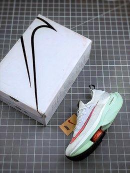 图3_终端放店NK Air Zoom Alphafly NEXT 马拉松 原标原盒真碳纤维 真Zoom X 气垫 正确版型 鞋面采用更轻质更透气的 Atomknit 材质打造 外侧的大歪勾和前低后高的鞋帮都带来更强的速度感 鞋底前掌加入两块 Zoom 气垫 搭配 ZoomX 带来更加强烈的回弹性 空气动力学造型则依然保留 前掌采用镂空设计 让鞋底的碳板配置得以可视化 造型更具未来感 尺码 36 36 5 37 5 38 38 5 39 40 40 5 41 42 42 5 43 44 44 5 45 46 47