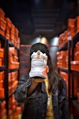 图2_Nike Signal D MS X 解构设计夏季网面跑鞋 缓震大底 原标原盒中底TPU塑料缓震片 还原真实脚感 让运动变得更高端时尚复古老爹风增高效果 信号六代系列休闲运动老爹风慢跑鞋 货号 AT5303 109尺码 36 36 5 37 38 38 5 39 40编码 200183 2