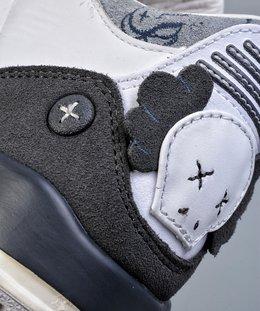 图3_KAWS Air Jordan 3细节鉴赏