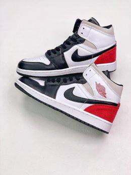 图2_Air Jordan 1 Mid 原装配色史诗级独家特价 限时抢购 真正代工产物 原厂渠道 与正品无任何区别 天猫外贸客户指定订单 如今 Air Jordan 1 几乎成为潮人必备单品 原先不受关注的 Air Jordan 1 Mid 系列也受到了更多球鞋玩家的追捧 SIZE 36 45