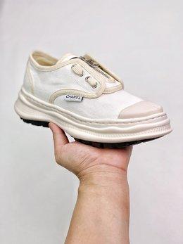 图2_终端放店Chanel 网红单品全新推出2020 CHAN小香布鞋 原版1 1开发 出货 脚感 做工 细节 都是无可挑剔 垫脚采用羊皮 私模独家开发大底 回弹力脚感极佳 35 39