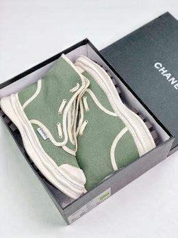 图1_终端放店Chanel 网红单品全新推出2020 CHAN小香布鞋 原版1 1开发 出货 脚感 做工 细节 都是无可挑剔 垫脚采用羊皮 私模独家开发大底 回弹力脚感极佳 35 39
