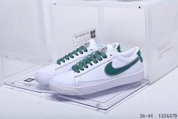 图1_公司级真标带半码耐克 Nike Blazer Mid QS HH 复古经典低帮开拓者 颇具辨识度的Nike Blazer Mid配色 将于今年回归登场 Swoosh纯白配色填充 鞋款简约大气经典再现 编码 132637D