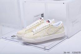 图2_公司级真标带半码耐克 Nike Blazer Mid QS HH 复古经典低帮开拓者 颇具辨识度的Nike Blazer Mid配色 将于今年回归登场 Swoosh纯白配色填充 鞋款简约大气经典再现 编码 132637D