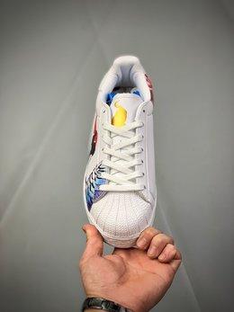 图2_公司级 阿迪达斯 Adidas 采用优质荔枝纹移膜革鞋面材质 正确抽屉礼盒 高密度EVA发泡软中底拉帮工艺 鞋面有国画水彩元素的仙鹤 锦鲤和老虎图案 2020鼠年特别版限定 三叶草adidas Superstar II
