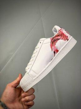 图3_公司级 阿迪达斯 Adidas 采用优质荔枝纹移膜革鞋面材质 正确抽屉礼盒 高密度EVA发泡软中底拉帮工艺 鞋面有国画水彩元素的仙鹤 锦鲤和老虎图案 2020鼠年特别版限定 三叶草adidas Superstar II