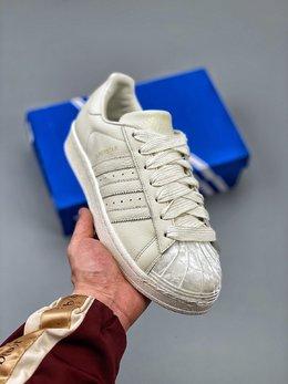 图1_Adidas 阿迪达斯 Superstar 贝壳头运动休闲板鞋 采用新型Ortholite鞋垫透气防汗 区别市面通货 尺码 36 36 36 5 37 38 38 5 39 40 40 5 41 42 42 5 43 44