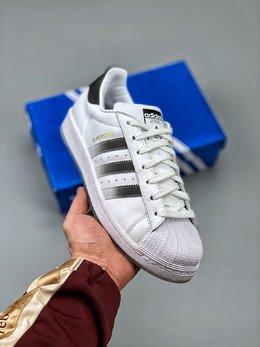 图1_Adidas 阿迪达斯 Superstar 贝壳头运动休闲板鞋 EG9289新配色采用新型Ortholite鞋垫透气防汗 区别市面通货 尺码 36 36 36 5 37 38 38 5 39 40 40 5 41 42 42 5 43 44