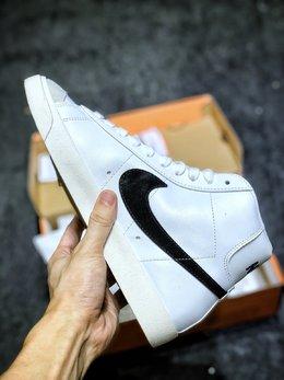 图2_原装公司级 Nike Blazer Mid 77 VNTG QS 开拓者高帮奶油白黑大勾复古板鞋 后跟Logo上加入玩味泼墨元素 细节满满 上脚百搭 尺码 36 36 5 37 5 38 38 5 39 40 40 5 41 42 42 5 43 44
