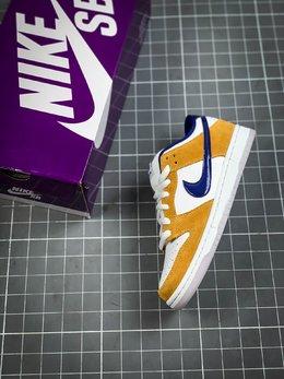 图3_官方同步发售 吊打市面版本 可对比可伤害Nike SB Dunk Low Laser Orange湖人紫金配色 纯原市场最优 货号 BQ6817 800这款低帮配色上与湖人球队的配色十分相近 同时融入乳白色的配色也让鞋身整体更为柔和 搭配的另外一副紫色鞋带 也令人更加期待上脚效果 水晶大底也让鞋身整体增添一份复古感觉 紫金配色作为湖人球队的专属配色 其鲜明的视觉效果为人熟知 Size 36 36 5 37 5 38 38 5 39 40 40 5 41 42 42 5 43 44 44 5 45