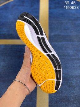 图3_登月38代 飞马38代 针织透气 Nike Air Zoom Pegasus 38 兼顾迅疾外观和稳固脚感 后跟覆面和中足动态支撑巧妙融合 缔造稳定顺畅的迈步体验货号 DJ5397 100 白粉色 黑钩 编码 1150623