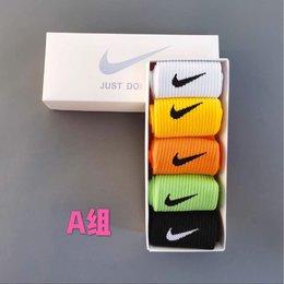 图1_耐克Nike 彩色中筒礼盒 5双一盒 今年最流行色彩 马卡龙 糖果 精梳棉中筒袜 A组 B组 C组