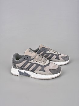 图1_终端放店Adidas Originals EQT Boost Adidas融合现代技术和90年代风格的触感 TRESCRUN设计灵感取自adidas专业运动鞋 将独具90年代风格的火焰图案标记在鞋身鞋面采用皮革 绒面鞋和网眼制成 最后以Boost中底的前卫科技 巧妙融合于整体之中 官方货号 EG7444XHSize 36 36 5 37 38 38 5 39 40 40 5 41 42 42 5 43 44 45