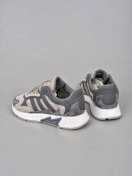 图2_终端放店Adidas Originals EQT Boost Adidas融合现代技术和90年代风格的触感 TRESCRUN设计灵感取自adidas专业运动鞋 将独具90年代风格的火焰图案标记在鞋身鞋面采用皮革 绒面鞋和网眼制成 最后以Boost中底的前卫科技 巧妙融合于整体之中 官方货号 EG7444XHSize 36 36 5 37 38 38 5 39 40 40 5 41 42 42 5 43 44 45