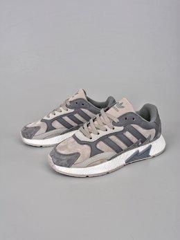 图3_终端放店Adidas Originals EQT Boost Adidas融合现代技术和90年代风格的触感 TRESCRUN设计灵感取自adidas专业运动鞋 将独具90年代风格的火焰图案标记在鞋身鞋面采用皮革 绒面鞋和网眼制成 最后以Boost中底的前卫科技 巧妙融合于整体之中 官方货号 EG7444XHSize 36 36 5 37 38 38 5 39 40 40 5 41 42 42 5 43 44 45