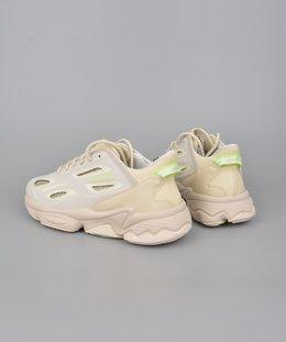 图2_终端放店Adidas Ozweego Celox 官方同步上架 前卫科技风格阿迪达斯保留了Ozweego原本的鞋底结构 中底也同样搭载有adiprene 两种经典科技材料保证了舒适度而鞋面则是在一个低帮网面内靴尚加上了一层带有镂空的外壳 整双鞋具有强烈复古风格 官方货号 GZ7279JZR尺码 36 36 5 37 5 38 38 5 39 40 40 5 41 42 42 5 43 44 44 5 45