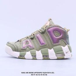 图1_耐克 Nike Air More Uptempo 96 OG 大皮蓬系列 大AIR 原装级最高工艺 原盒原标 极力推荐此版本 厚实而充满质感的皮质鞋面两側印刻了一对巨大的字母 AIR 独特炫酷的外观惊艳无比 因此也被国内鞋迷称之为 大AlR Air More Uptempo也是Nike历史上首次搭载全Max Aire气垫的篮球鞋 拥有强大的缓震性能 舒适的脚感更是毋庸置疑YUZH1010 ZCL货号 DO6718